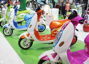 色彩电动自行车