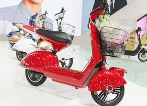 小型红色电动自行车