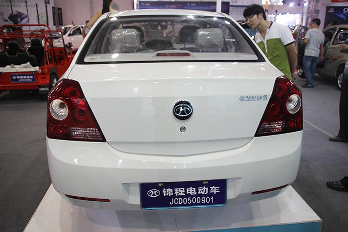 锦程白色电动汽车
