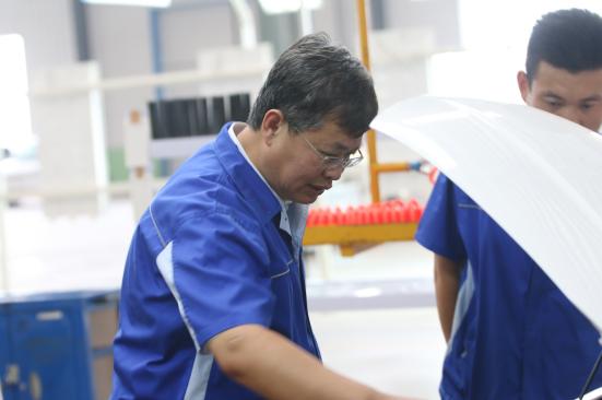 潮流人物   从技术员到行业领军人物 王洪君30年专注为老百姓造好车