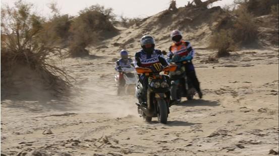 新蕾电动车穿越全球第二大沙漠—塔克拉玛干大沙漠